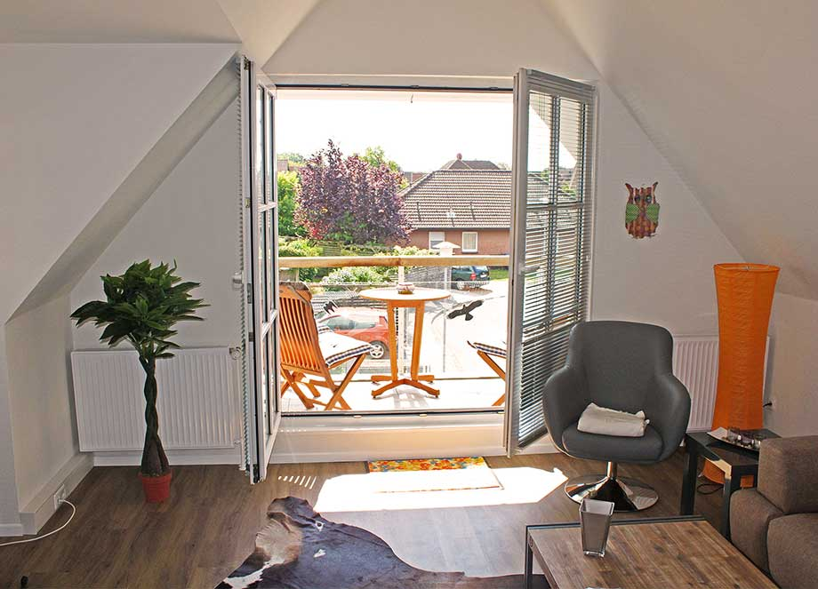 DG-rechts-Wohnzimmer-Loggia_920